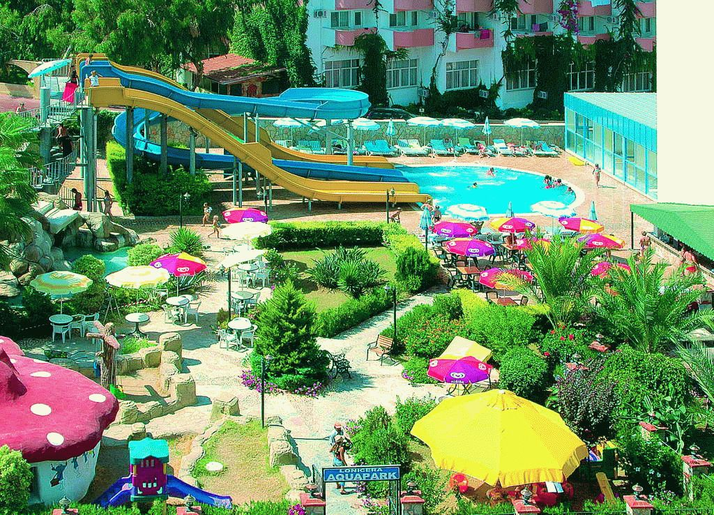 Аквапарк отеля Lonicera World 4*