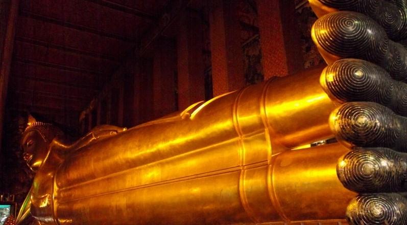 Храм Возлежащего Будды в Бангкоке