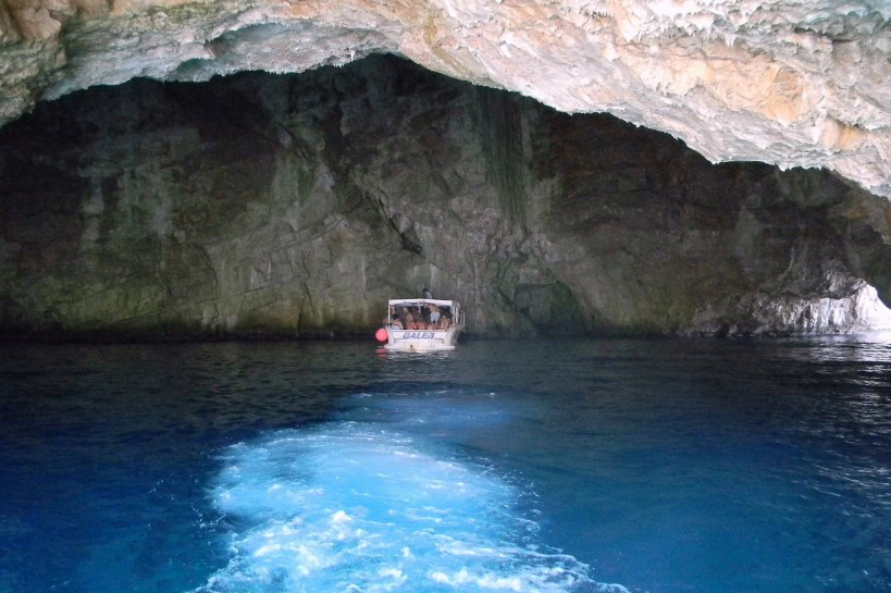 Голубая пещера в Герцег-Нови в Черногории