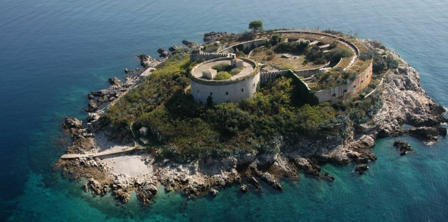 Остров-крепость Мамула в Черногории