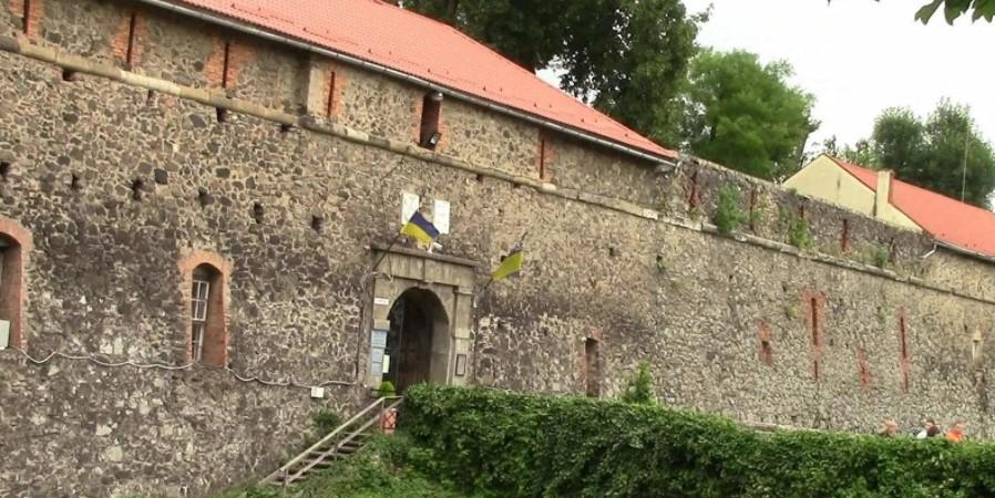 Ужгородский замок - фото внутри - орел