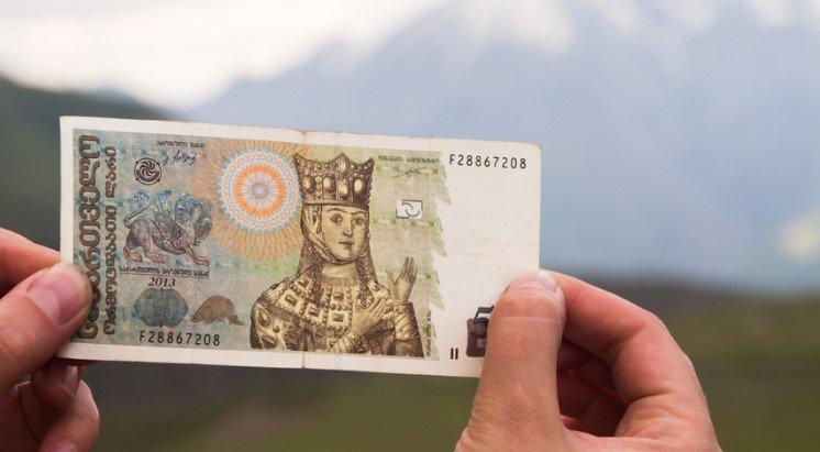 Какую валюту брать в Грузию