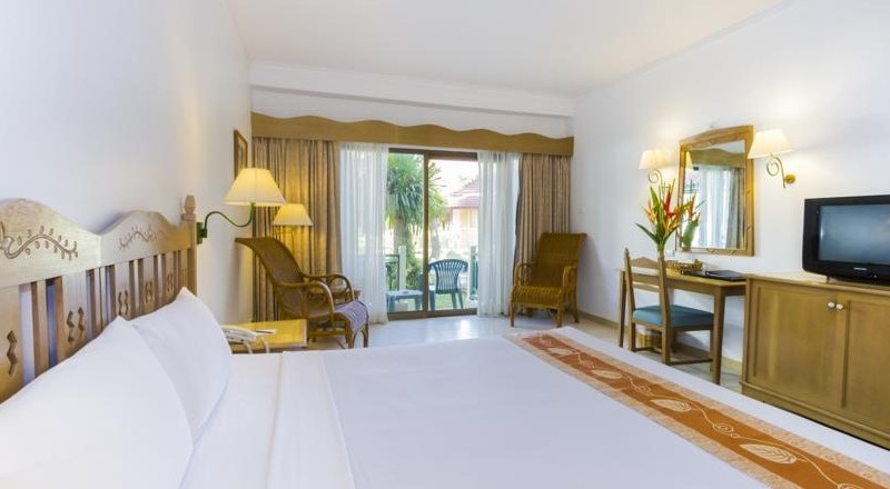 Amora Beach Resort 4