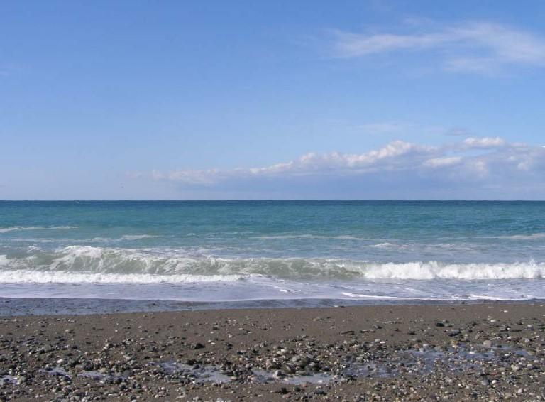 Какое море в Абхазии фото