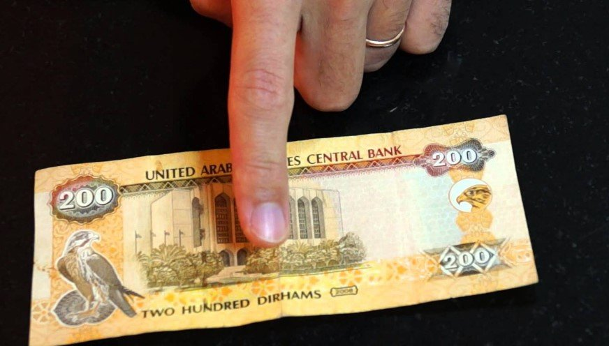 Какую валюту брать в ОАЭ фото